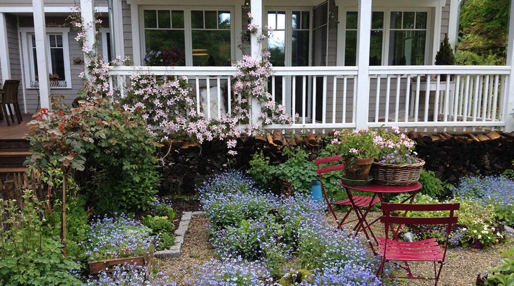Cottage Garten - Terrasse und Kies