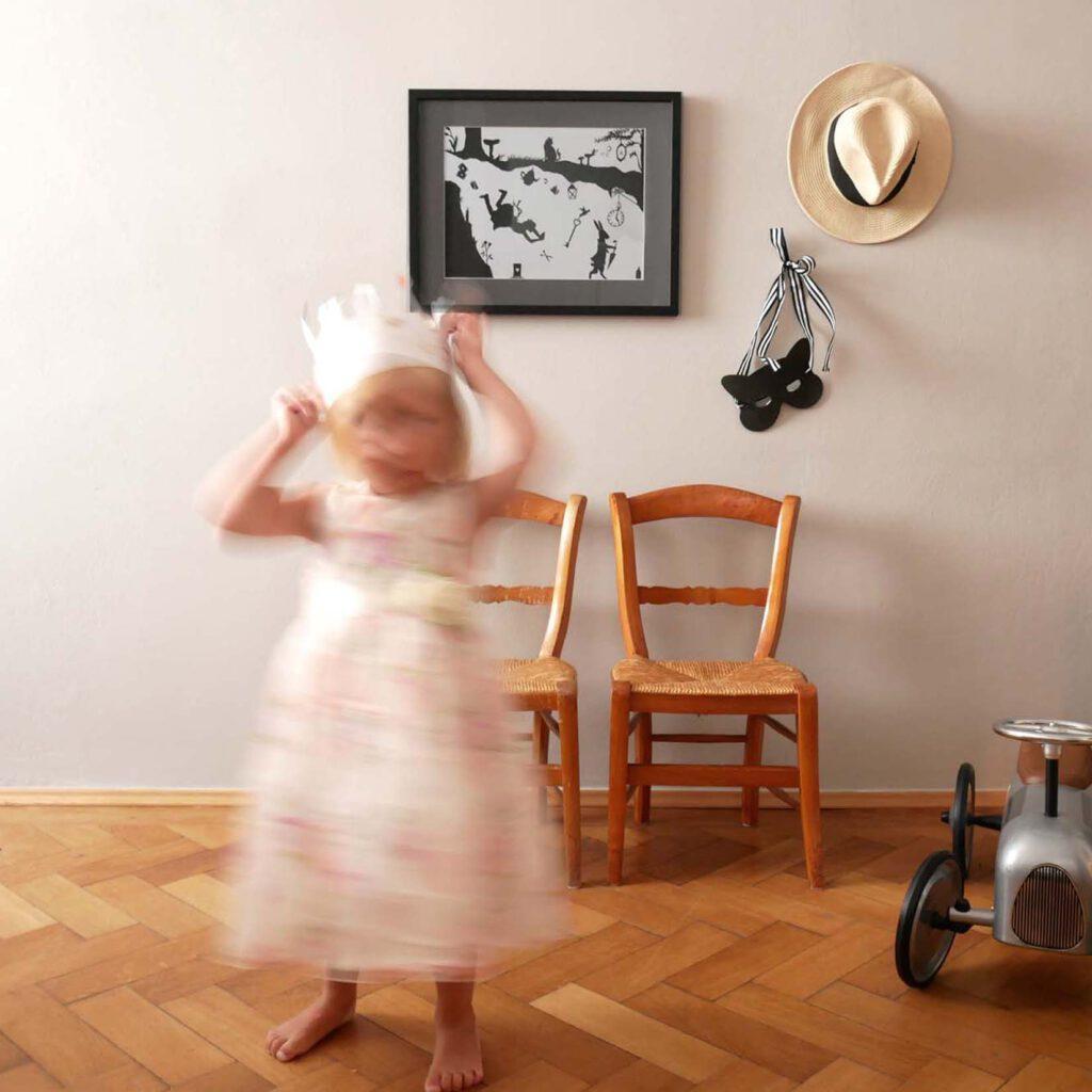 Scherenschnitt fuers Kinderzimmer - Spielen 3