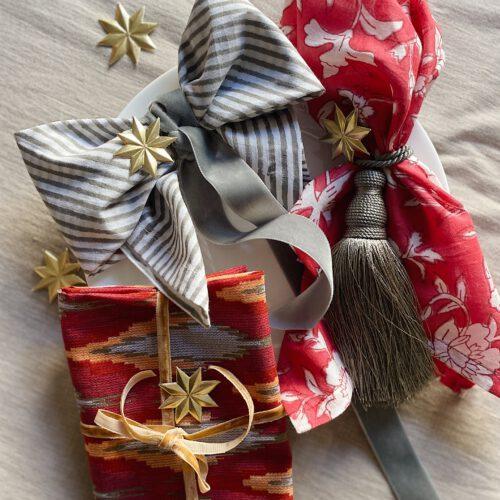 Serviettenfalten für die Weihnachtstafel – drei neue Ideen